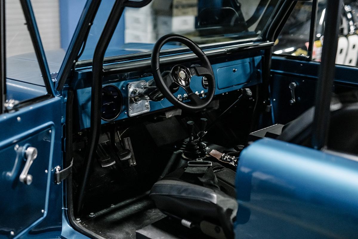 Ford Bronco 1972 dong co Shelby V8 dat gap 4 lan xe moi-Hinh-4