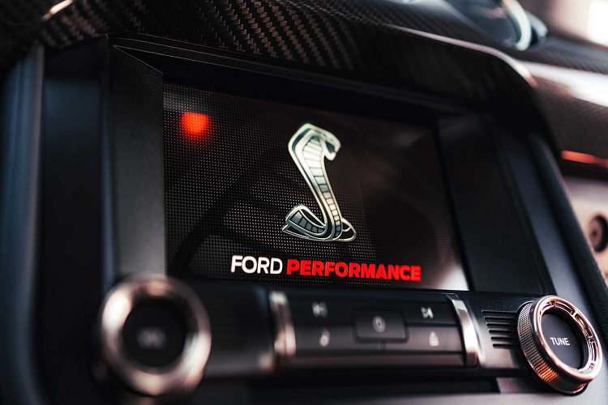 Ford Shelby GT500 2021 them goi soi carbon hon 230 trieu dong-Hinh-8