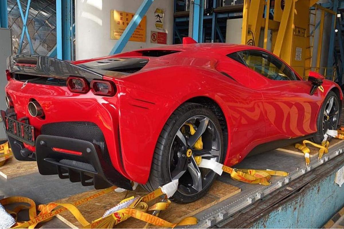 Nu 9x Sai Gon tau bo doi Ferrari SF90 Stradale va McLaren 765LT-Hinh-2