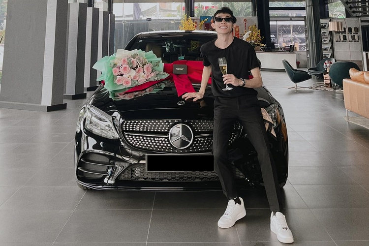 Ban trai DJ Mie tau Mercedes-Benz C300 AMG gan 2 ty dong