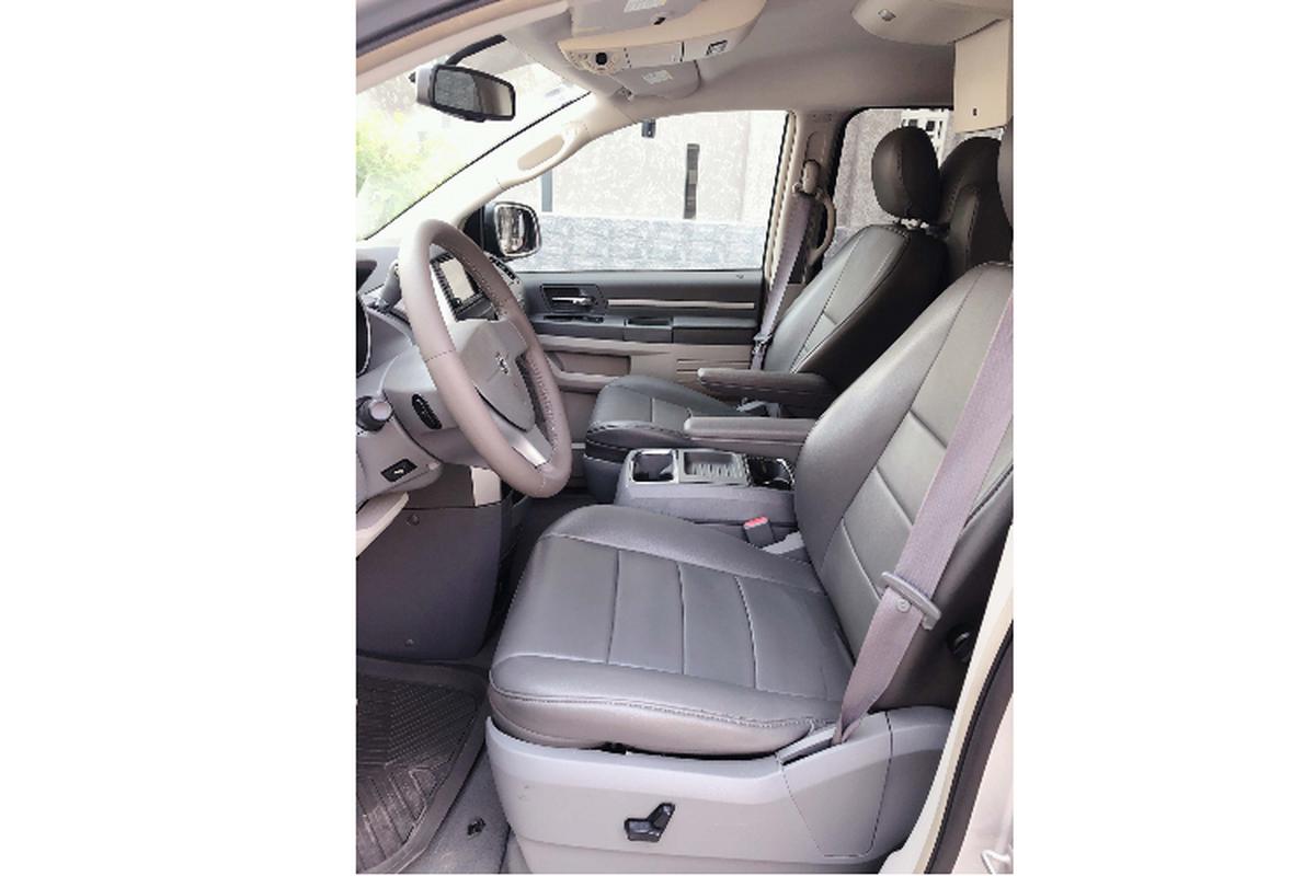 """Cua la"" Dodge Grand Caravan 7 cho, chi 685 trieu o Sai Gon-Hinh-4"