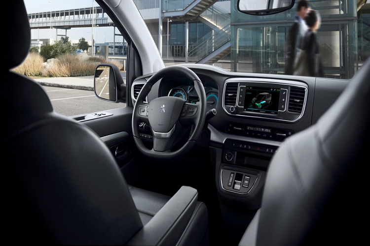 Ra mat Peugeot Traveller 2021 chay dien, ban ra tu 67.609 USD-Hinh-2