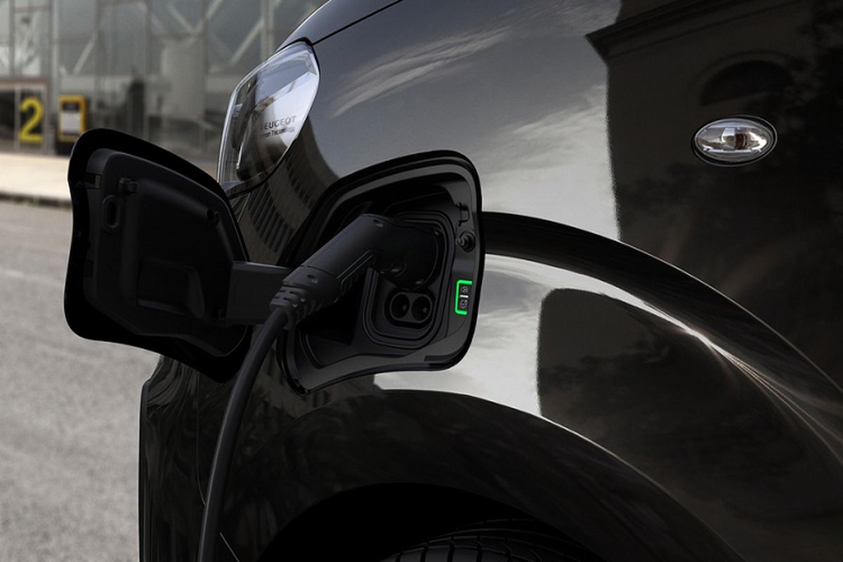 Ra mat Peugeot Traveller 2021 chay dien, ban ra tu 67.609 USD-Hinh-3