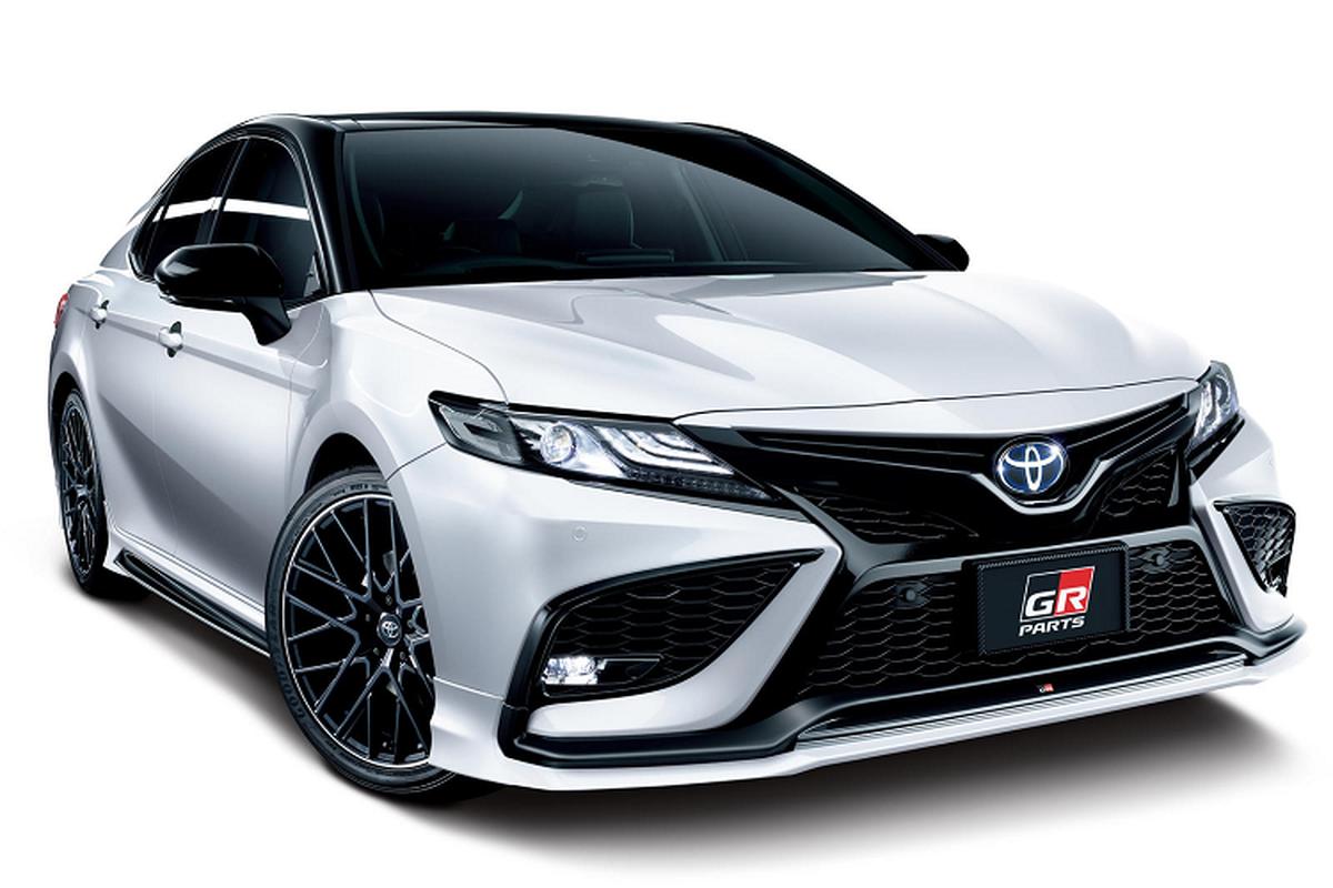 Toyota Camry 2021 moi them goi nang cap ngoai hinh