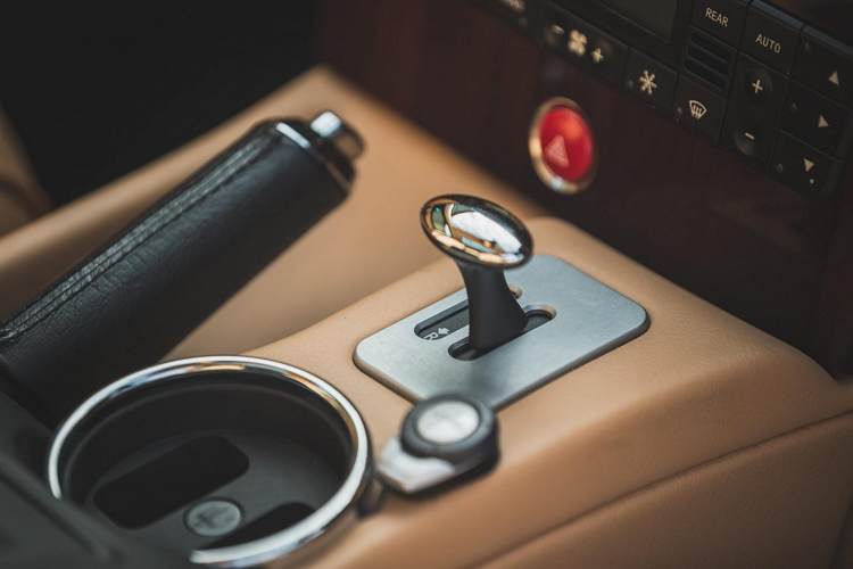 Ngam Maserati Quattroporte cua huyen thoai nhac Rock Elton John-Hinh-8