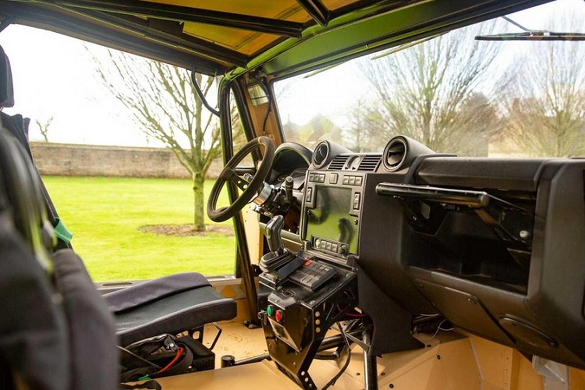 Xe quan su Bowler CSP RIV vam vo, dua tren khung gam Land Rover-Hinh-4