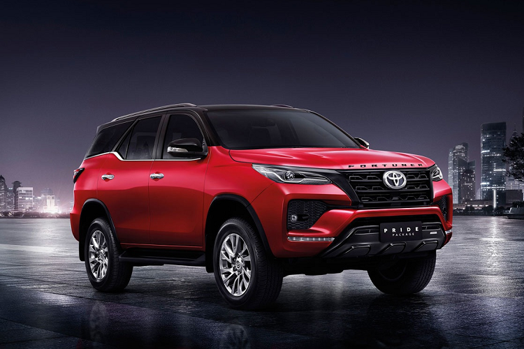 Toyota Fortuner 2021 nang cap the thao voi 352 trieu dong