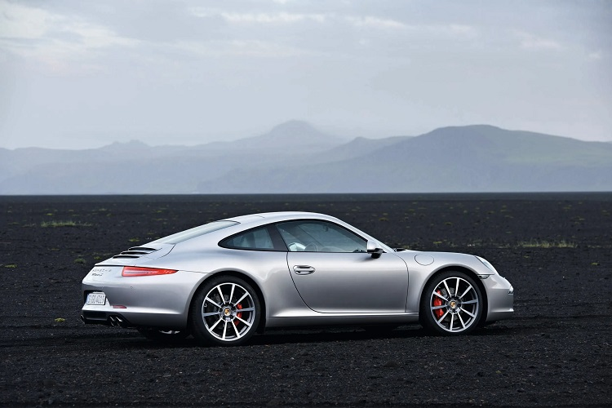 Dai gia Lan dot bien Hoc Mon tang vo Porsche 911 hon 8 ty-Hinh-4