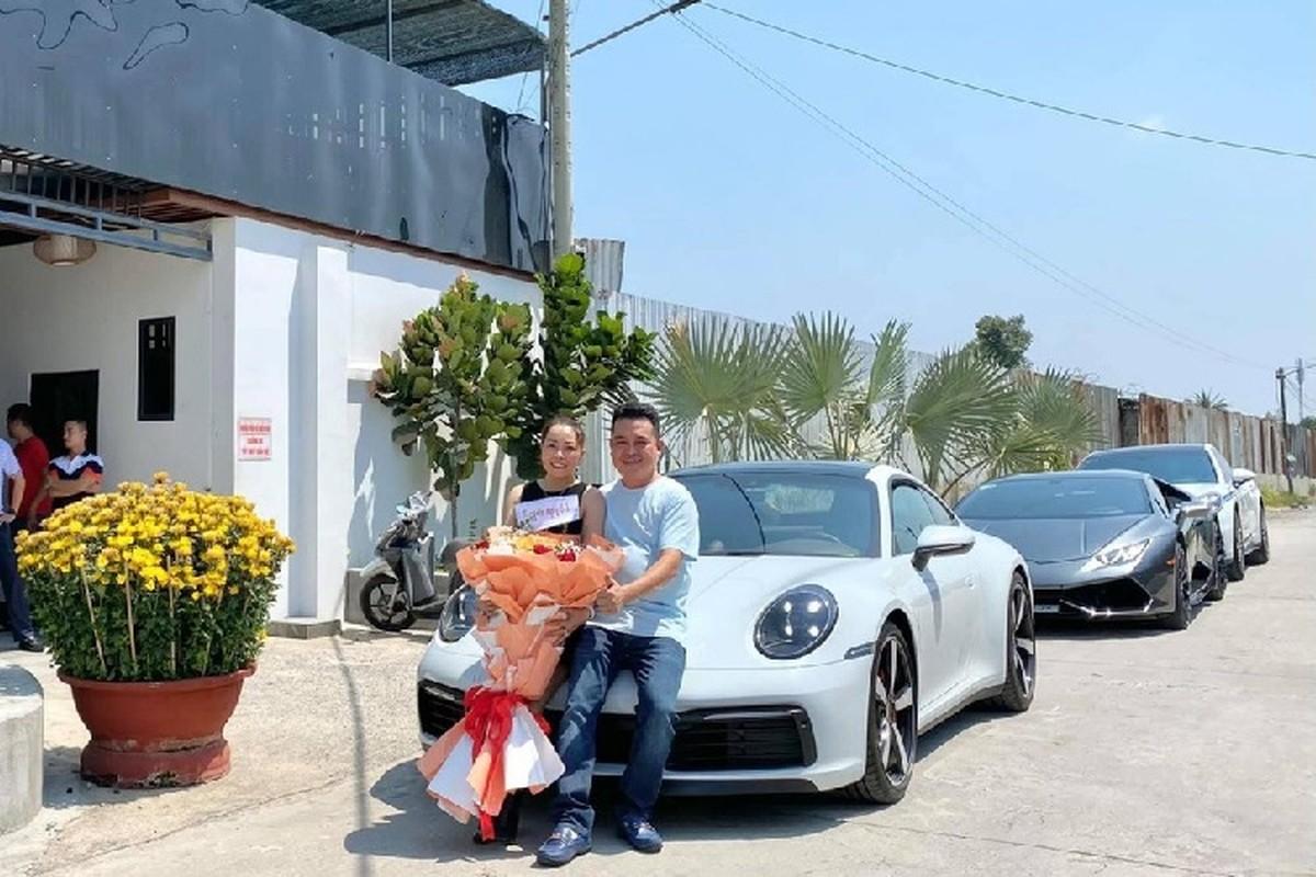 Dai gia Lan dot bien Hoc Mon tang vo Porsche 911 hon 8 ty