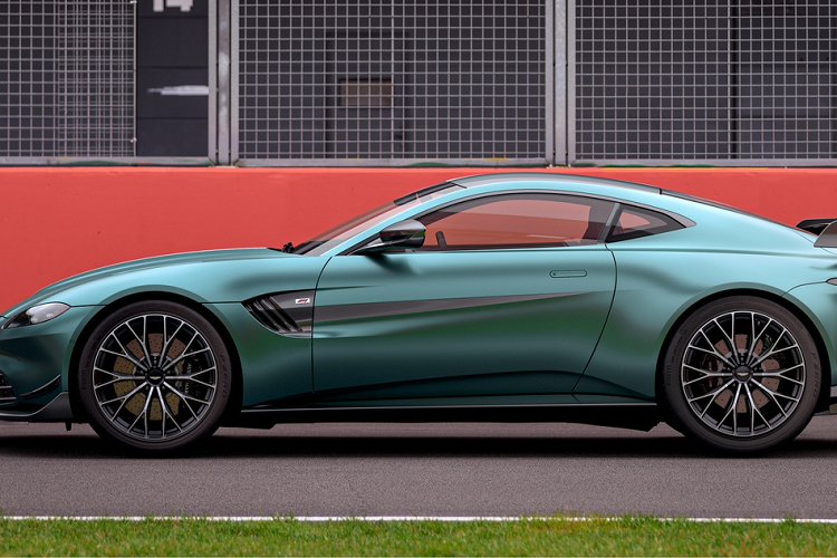 Ra mat Aston Martin Vantage F1 Edition dac biet, hon 4,53 ty dong-Hinh-3