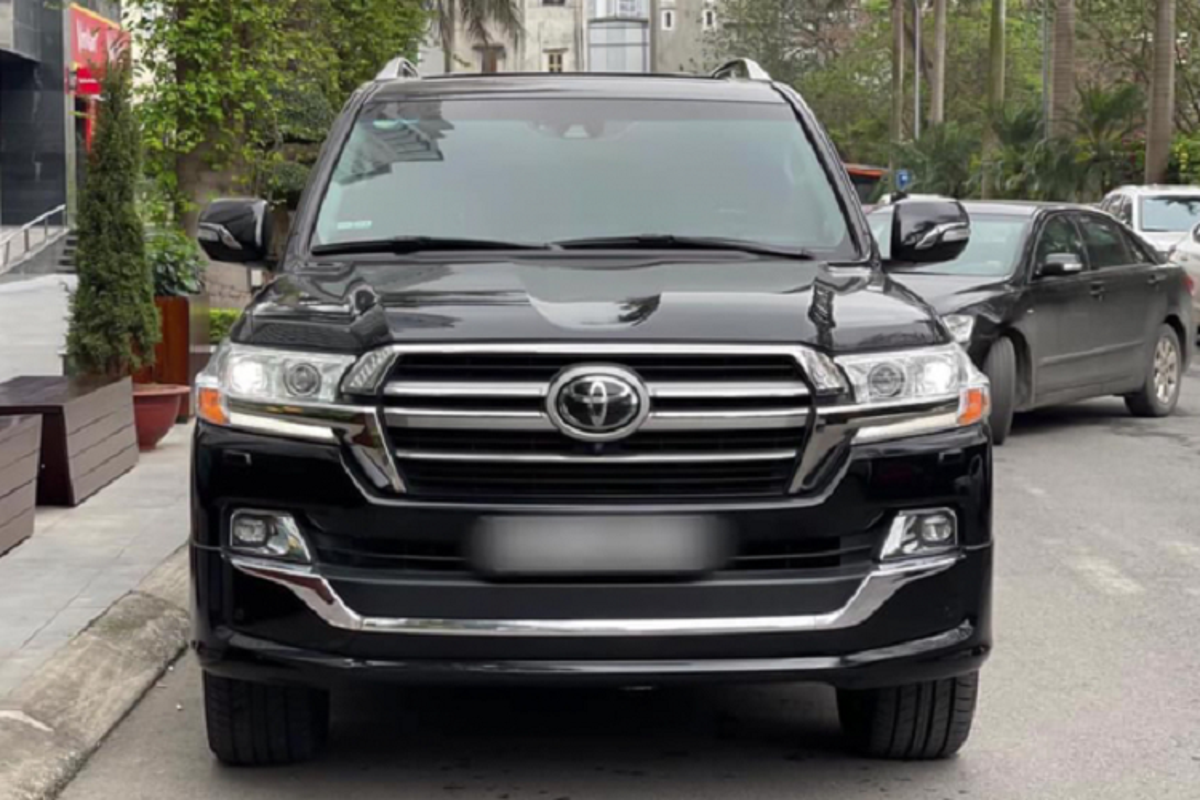 Co nen mua Toyota Land Cruiser VXS 2018 hon 6 ty tai Viet Nam?-Hinh-2
