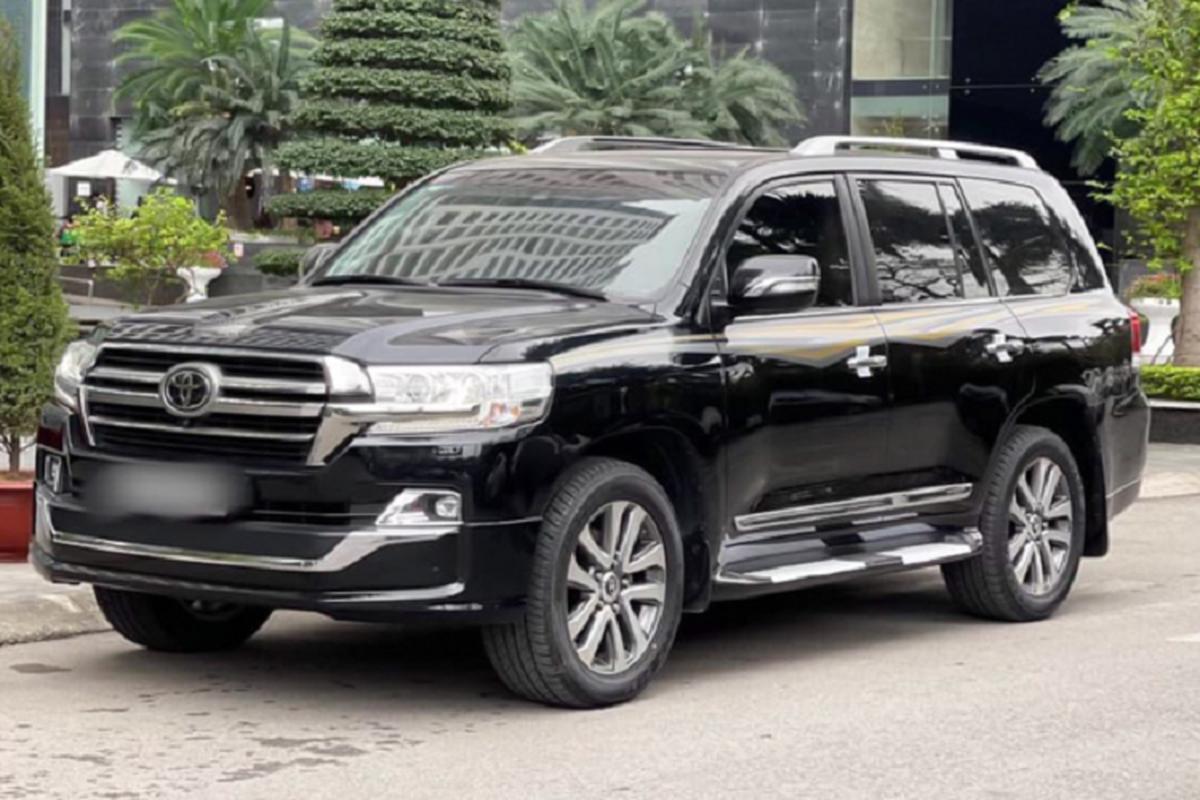 Co nen mua Toyota Land Cruiser VXS 2018 hon 6 ty tai Viet Nam?