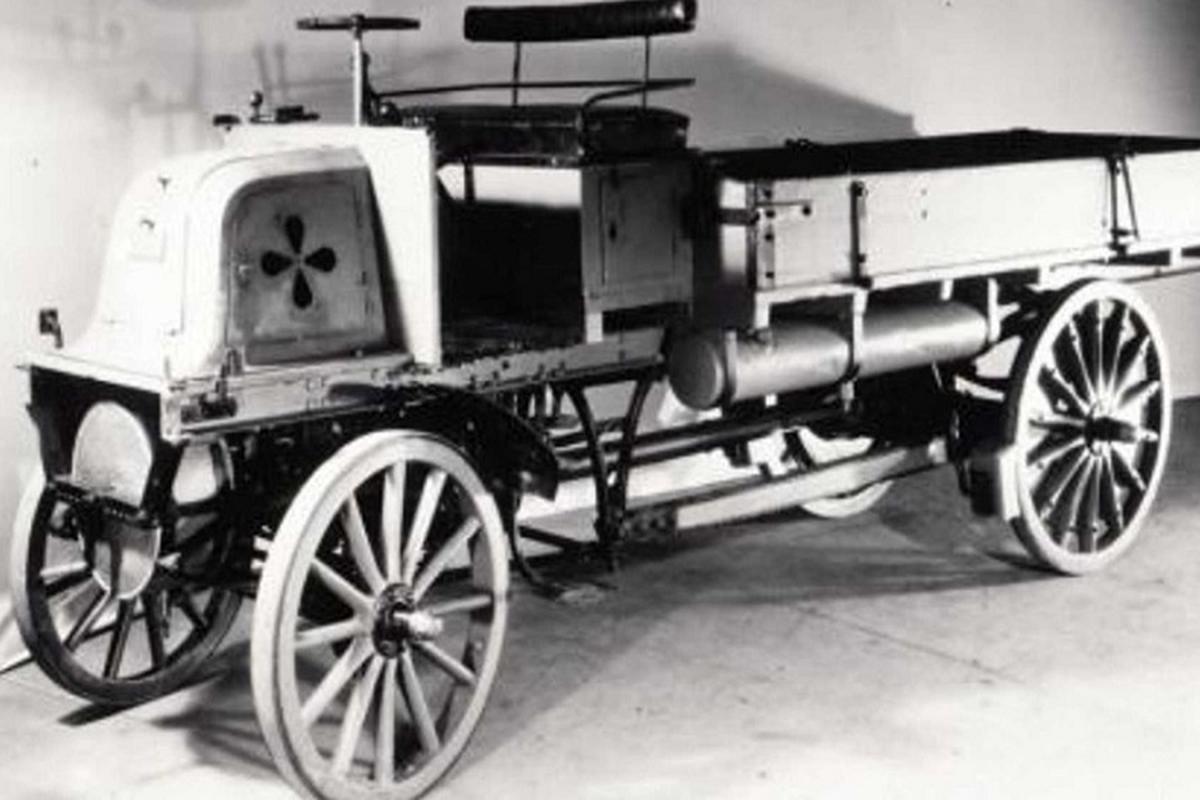 Daimler cua Mercedes che tao xe tai dau tien tren the gioi-Hinh-5