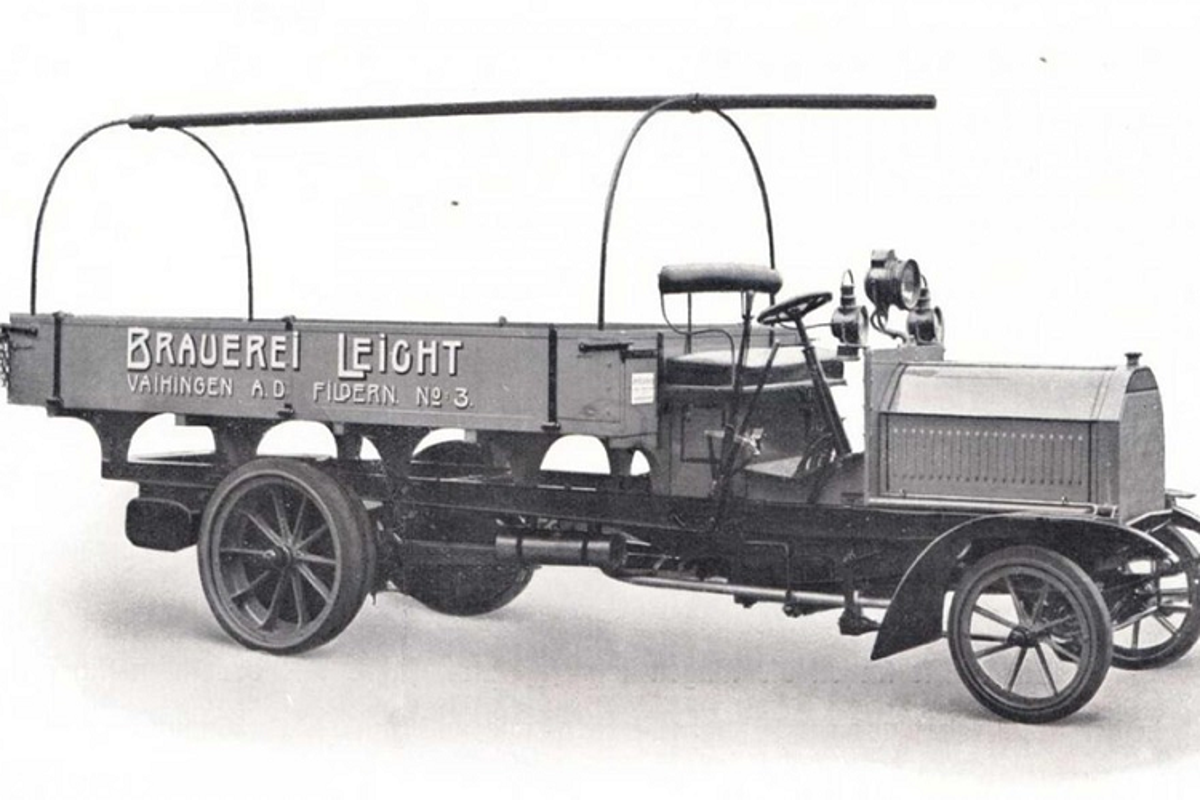 Daimler cua Mercedes che tao xe tai dau tien tren the gioi-Hinh-6