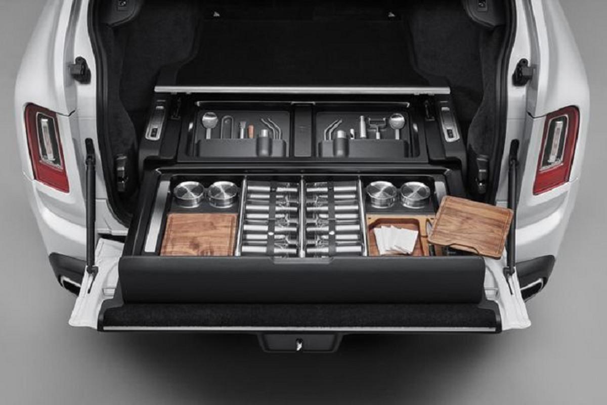 Khoang cop SUV sieu sang Rolls-Royce Cullinan tuy bien bat tan-Hinh-4