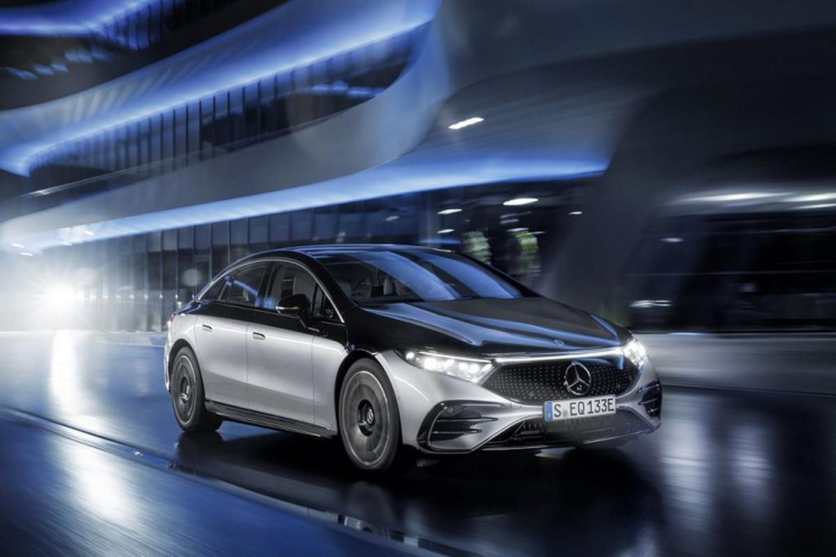 Mercedes-Benz EQS tu 2,53 ty dong, chay 250km/15 phut sac