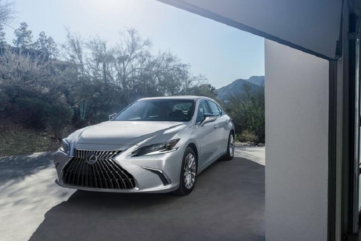 Lexus ES 2022 trinh lang: Ngoai that sac sao, cabin cao cap