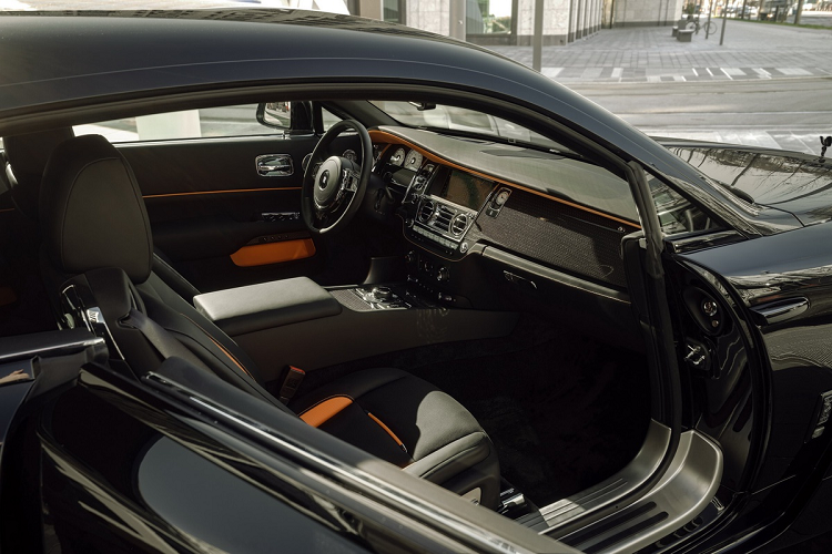 Look at the super luxury Rolls-Royce Wraith Black Badge with 707 magma-Hinh-5