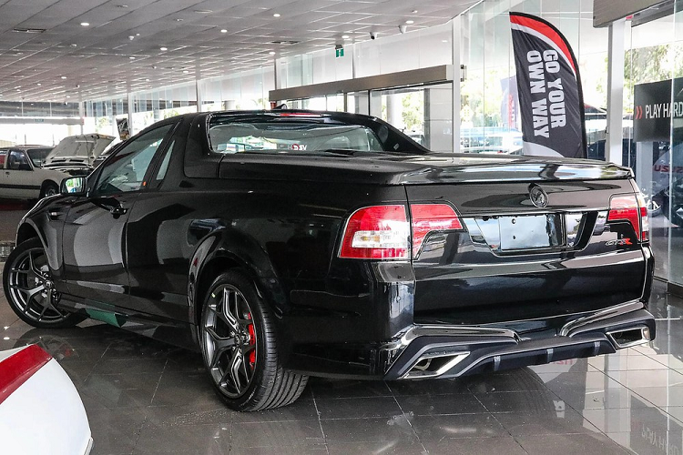 The Holden HSV Maloo GTSR 2017 release is available, with a copy of 18 billion dong-Hinh-6