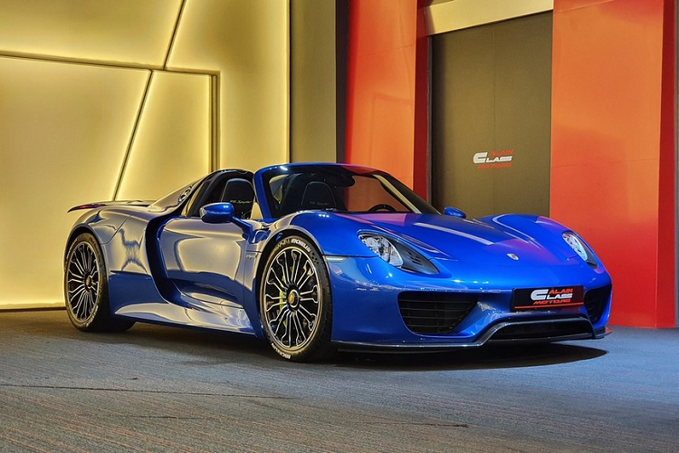 The new Porsche 918 Spyder supercar was sold out due to the arrival of Vietnam-Hinh-2