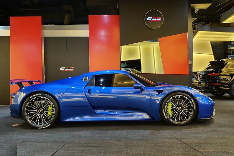 The new Porsche 918 Spyder supercar million was recently brought to Vietnam - Hinh-4