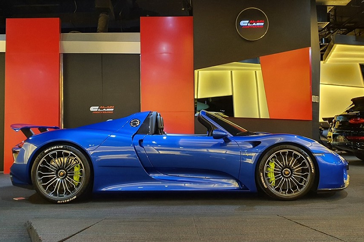 The new Porsche 918 Spyder supercar million was over due to the arrival of Vietnam-Hinh-5