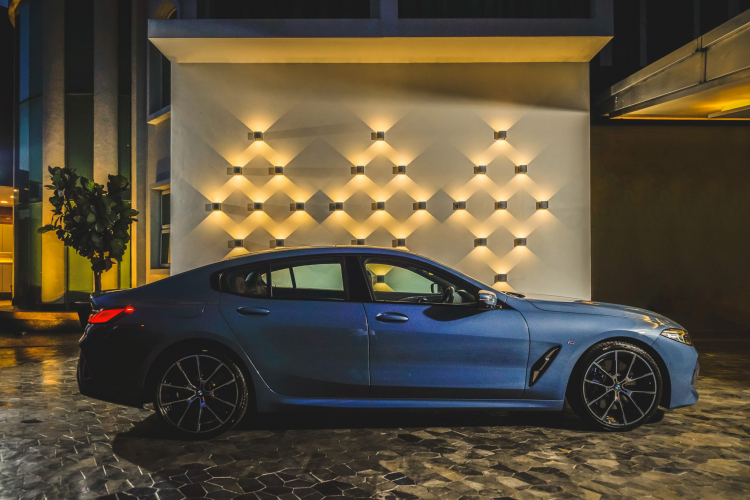 The driver of the car BMW 840i Gran Coupe, about 6.7 million units in Vietnam-Hinh-8