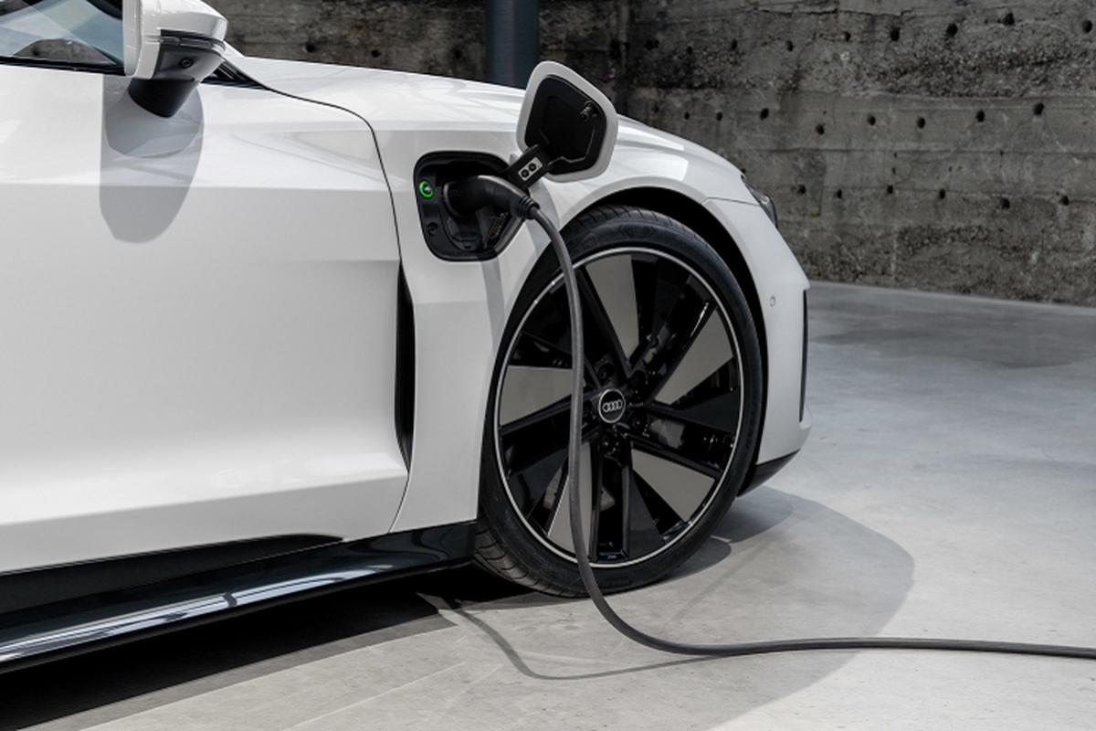 Audi e-tron GT 2022 chay dien len ke tai Chau Au, tu 2,7 ty dong-Hinh-8