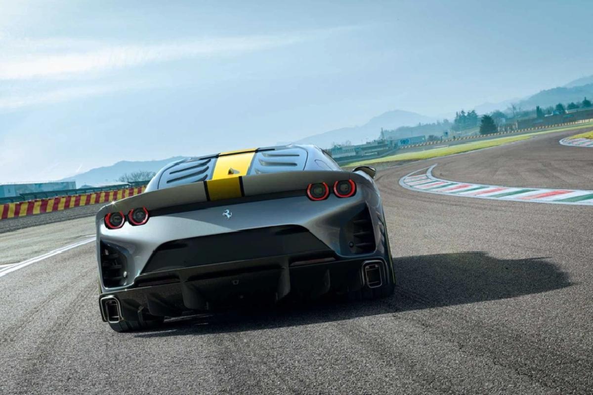 Sieu xe Ferrari 812 Competizione vua ra mat, da