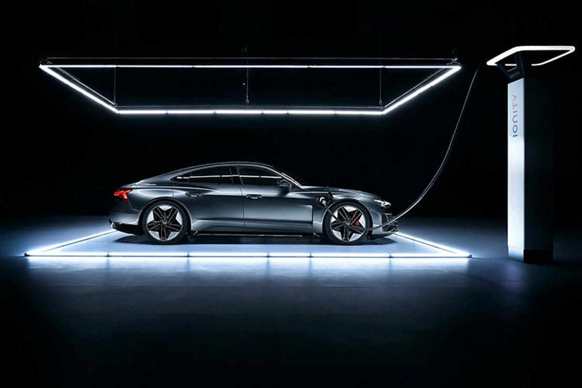 Audi e-tron GT 2022 chay dien len ke tai Chau Au, tu 2,7 ty dong-Hinh-3