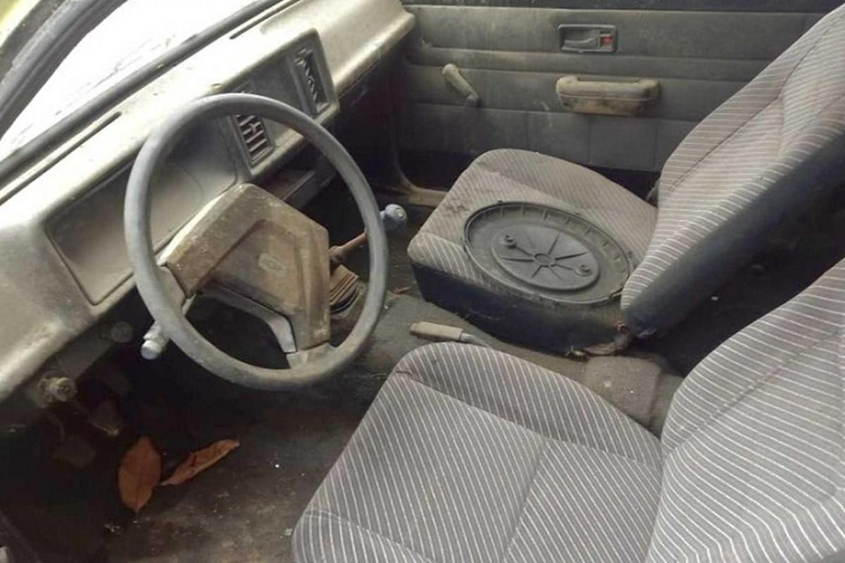"""Phat hien dan xe Chevrolet vut xo cua """"ong hoang taxi"""" mot thoi-Hinh-7"""