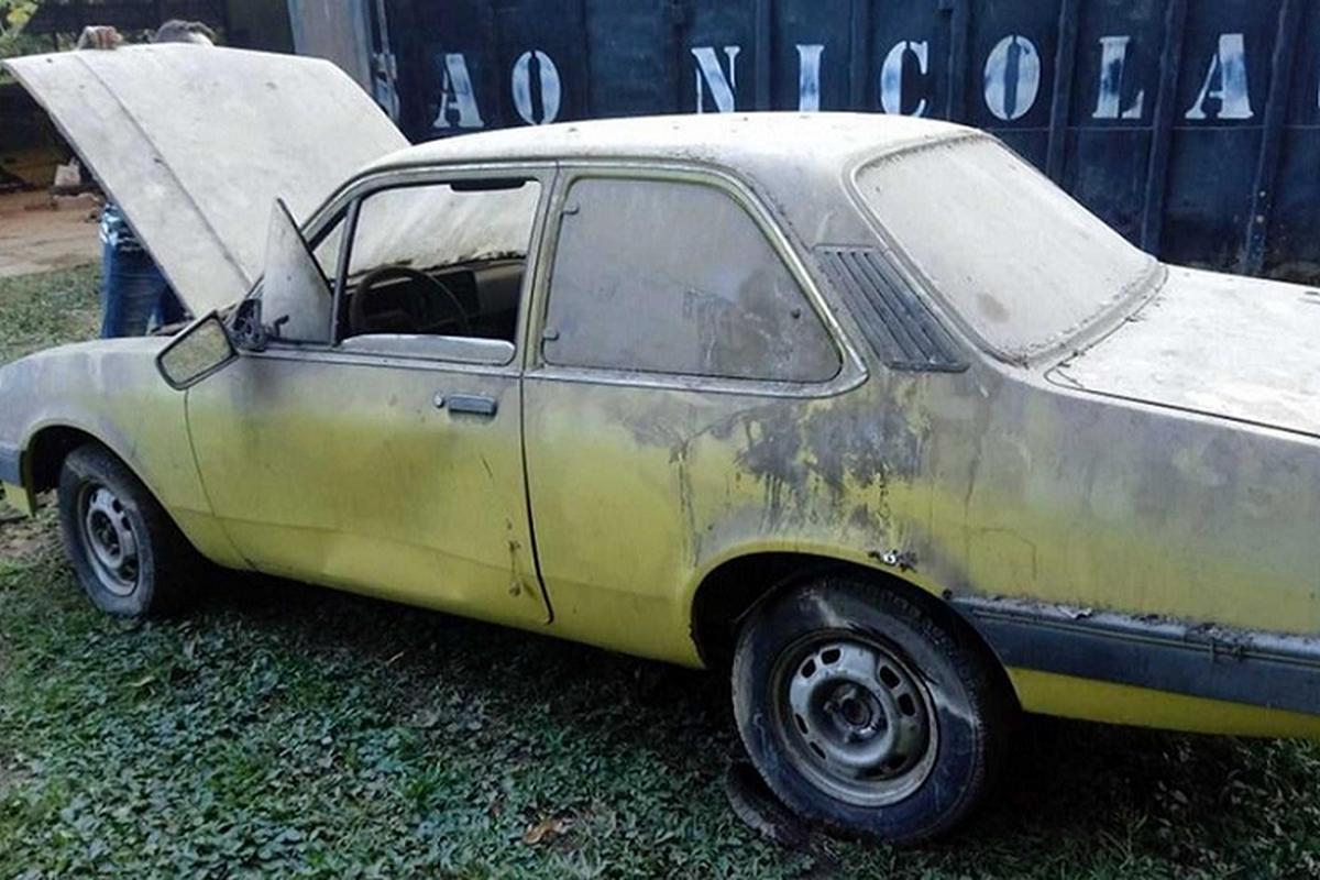 """Phat hien dan xe Chevrolet vut xo cua """"ong hoang taxi"""" mot thoi-Hinh-9"""