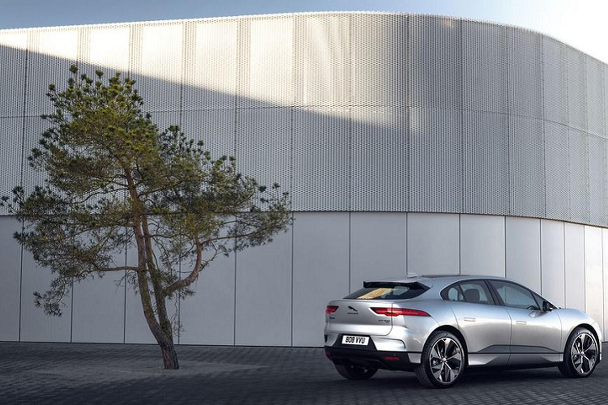 Jaguar I-Pace Black Edition 2021 chay duoc 460 km/lan xac dien-Hinh-5