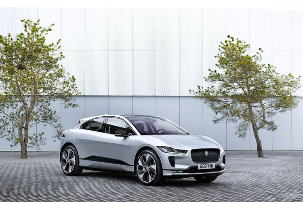 Jaguar I-Pace Black Edition 2021 chay duoc 460 km/lan xac dien-Hinh-6