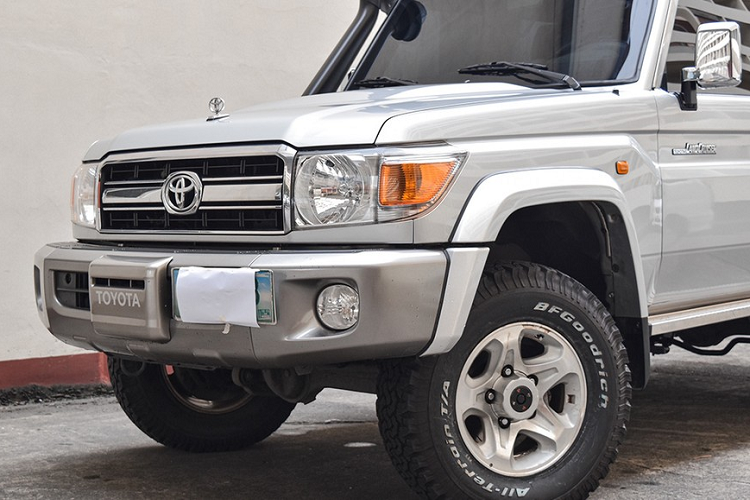 Can canh Toyota Land Cruiser co dien boc giap, khoang 1,3 ty dong-Hinh-2