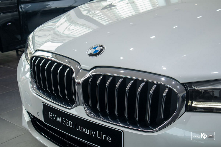 Can canh BMW 520i Luxury Line 2021 hon 2,4 ty dong tai Viet Nam-Hinh-3