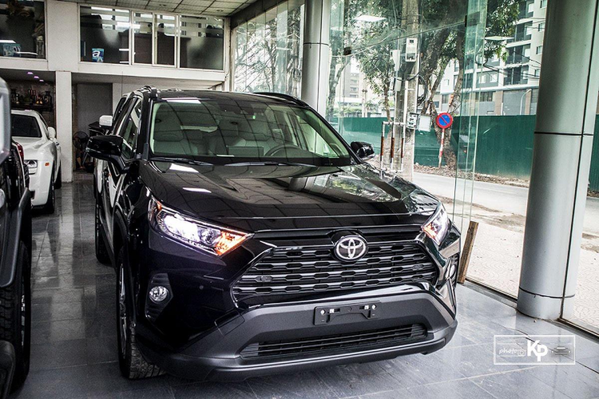 Can canh Toyota RAV4 XLE 2021 hon 2,6 ty tai Viet Nam