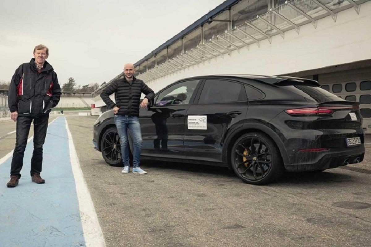 Porsche Cayenne Turbo 2022 san sang cho Lamborghini Urus