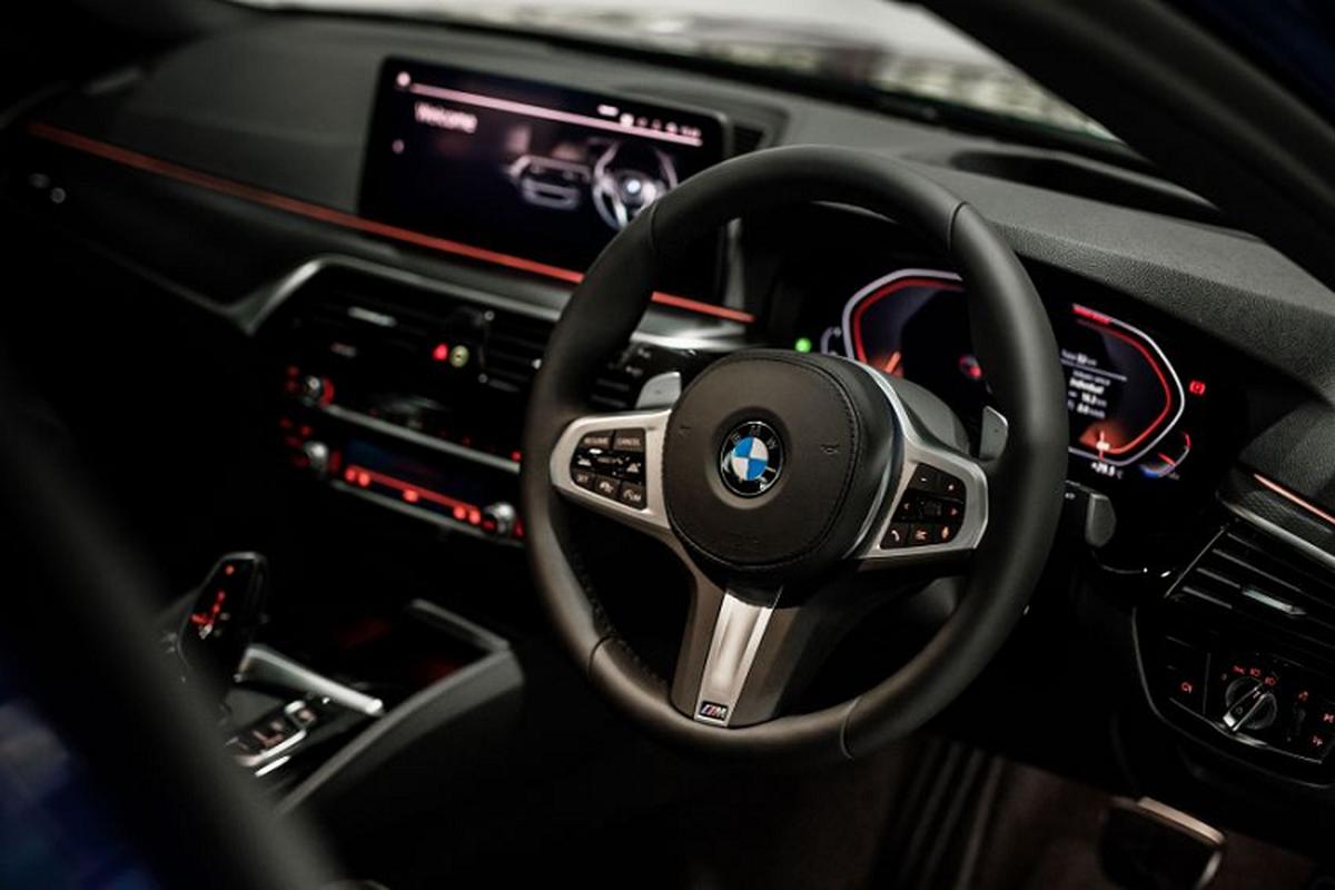 BMW 5 Series 2021 tu 1,76 ty dong tai Malaysia, re hon Viet Nam-Hinh-6