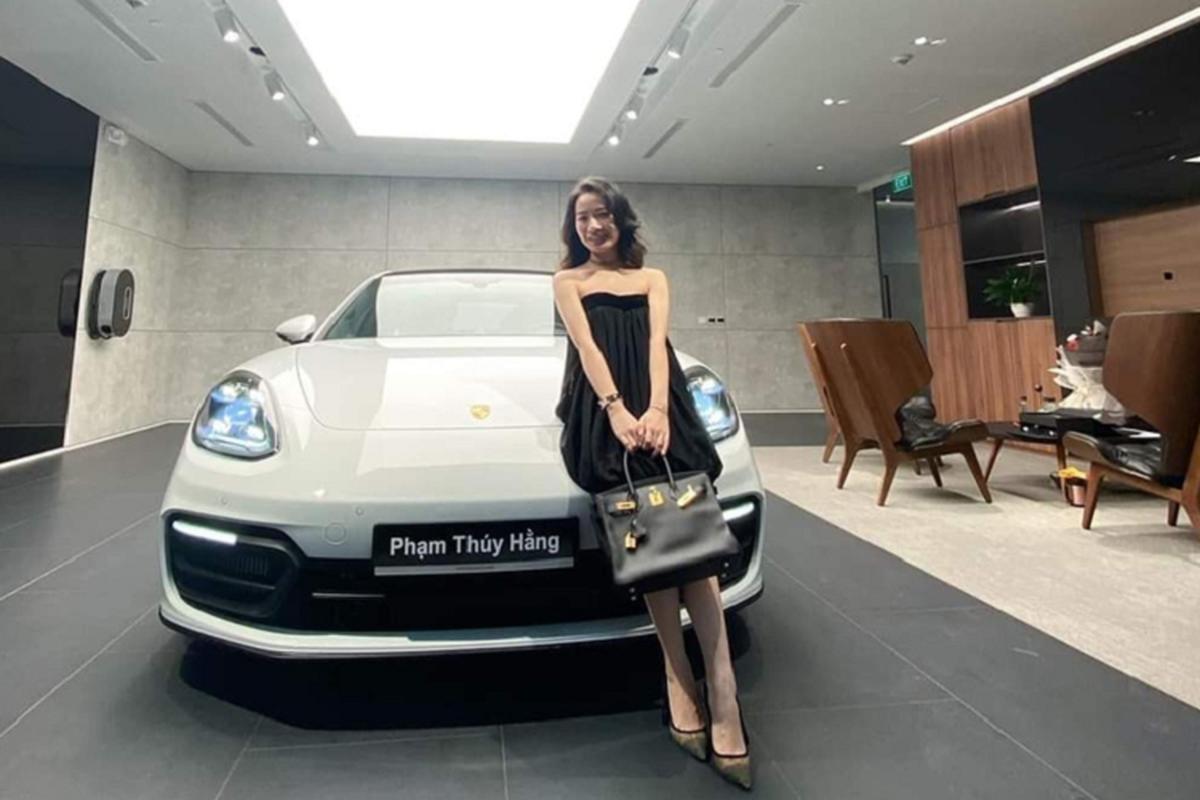 Tốt nghiệp RMIT, ái nữ Nghệ An nhận quà Porsche Panamera 8 tỷ