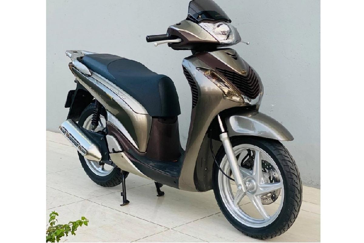 Cận cảnh xe ga Honda SH150i chạy 10 năm bán 890 triệu ở Hà Nội