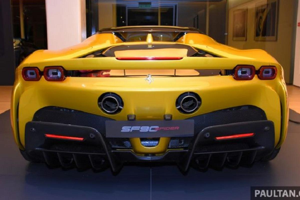 """Cuc pham Ferrari SF90 Spider """"cap cang"""" Malaysia hon 11 ty dong-Hinh-6"""