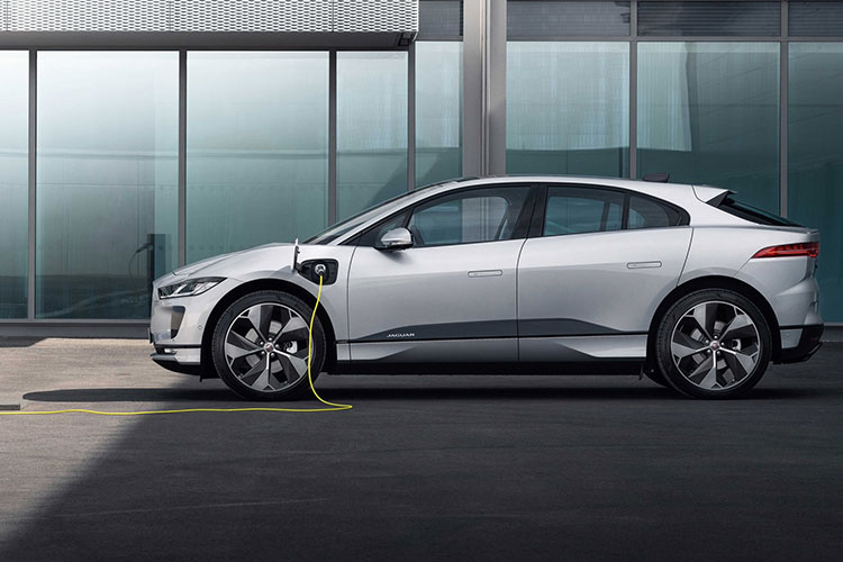 Jaguar I-Pace 2022 tu 1,6 ty dong, sac 15 phut chay duoc 100 km-Hinh-2
