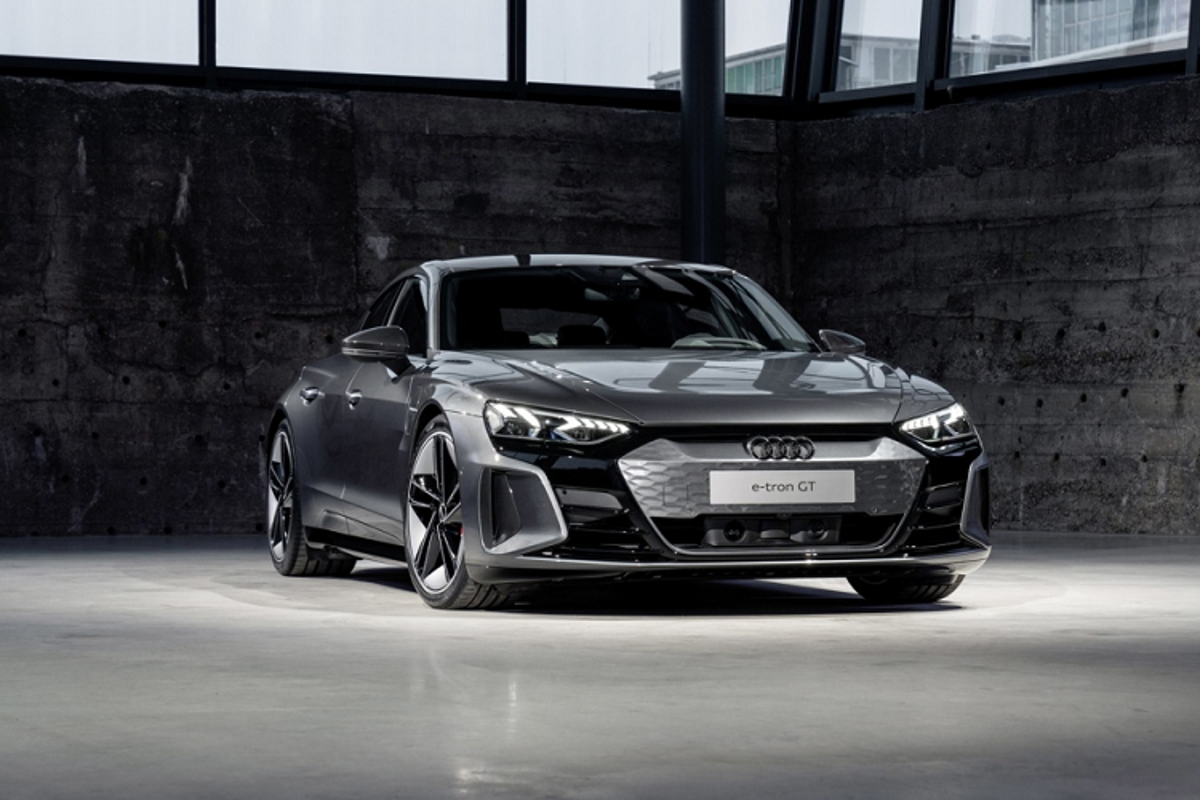 Audi e-tron GT mien phi 3 nam sac nhanh cho khach mua xe