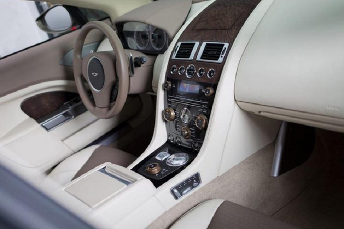 Aston Martin Lagonda Taraf chay 6 nam,