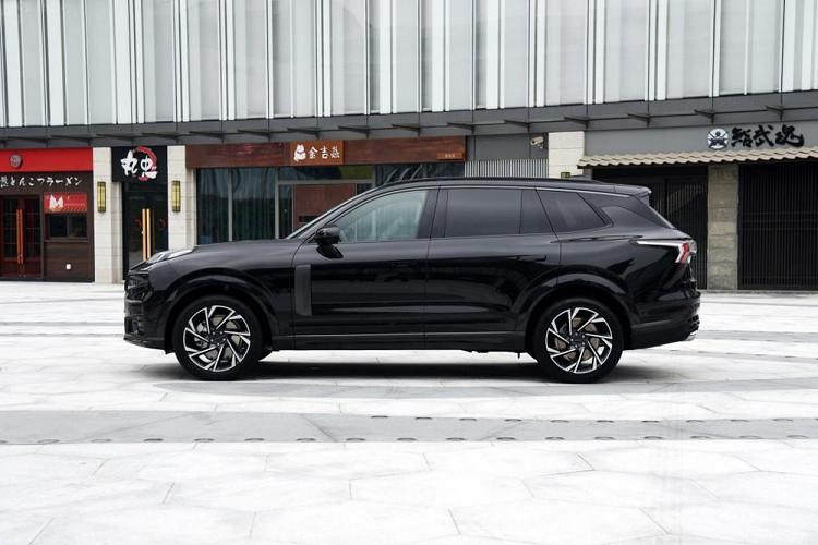 Lynk & Co 09 - SUV has 6 screens that say that-Hinh-11