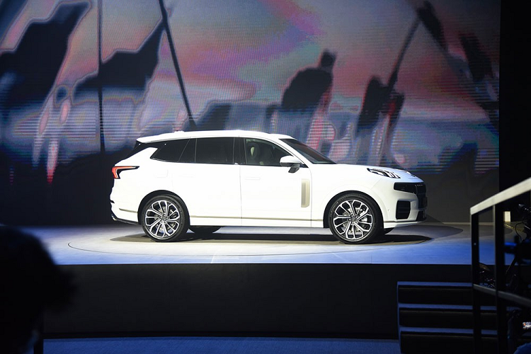 Lynk & Co 09 - A compact SUV with 6 screens that say-Hih-12