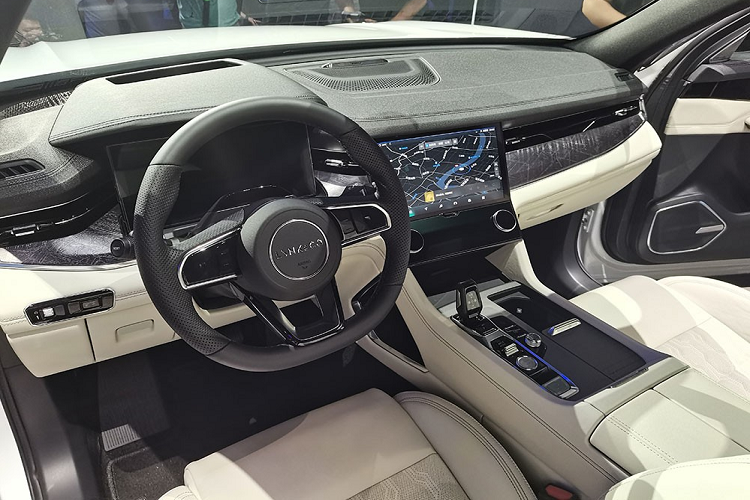 Lynk & Co 09 - SUV has 6 screens that say that-Hinh-3