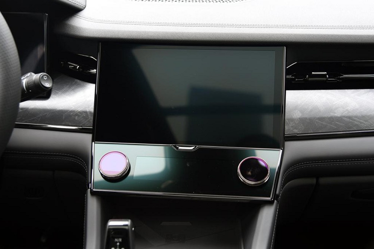 Lynk & Co 09 - SUV has 6 screens that say that-Hinh-8