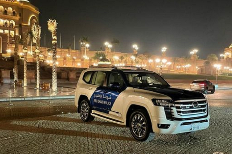 Toyota Land Cruiser 2022, the king is out to join the Dubai police station-Hinh-5